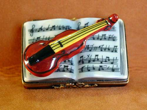 MUSIC BOOK W/VIOLIN